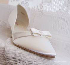 Low heeled slim bow shoes from Wedding Days of Cheltenham