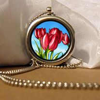 This is a pretty double sided silver locket with a red tulips illustration inside that shows on both sides. The illustration was created by the talented artist Pei-Pei, photo, editing, and fitting the image into the locket was done by myself. The pictures are protected by the memory glass on both...