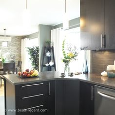√ Elegant Kitchen Countertop Bar Decorating Ideas That Will Amaze You For 2019 Types Of Kitchen Countertops, Kitchen Flooring Options, Home Decor Kitchen, Kitchen Interior, Home Kitchens, Kitchen Tiles Design, Luxury Kitchen Design, Best Kitchen Layout, Elegant Kitchens