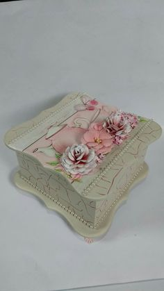 Wedding Cake Boxes, Altered Cigar Boxes, Decoupage Tutorial, Decoupage Vintage, Jewellery Boxes, Vintage Box, Antique Lace, Ribbon Embroidery, Keepsake Boxes