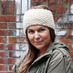 Die Strickanleitung für das hübsche Stirnband mit Perlmuster kommt von Strickbloggerin Jessica. Hier finden Sie die Anleitung zum kostenlosen Download.