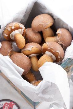 Mushroom-shapd spice cookies. Cute!