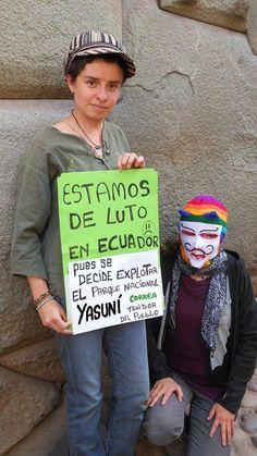 JÓVENES ECUATORIANOS PROTESTAN CONTRA CONTAMINACIÓN DE LA SELVA DEL YASUNÍ.