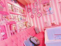 春はピンク!女の子はピンクが大好き♪ついでにカフェもスイーツも大好き!ということで、春におススメなピンクカラーが満喫できる♡フォトスポットとしてもおススメなピンクのカフェを特集します♪