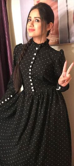 Crepe Silk Casual Kurti in Black and Grey with Printed work Designs For Dresses, Dress Neck Designs, Indian Designer Outfits, Designer Dresses, Designer Kurtis, Stylish Dresses, Casual Dresses, Pakistani Dresses Casual, Dress Outfits