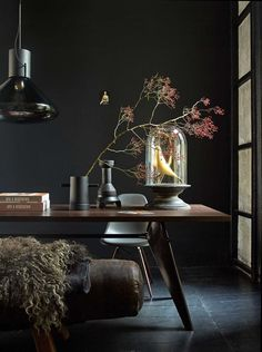Table color next to dark wall