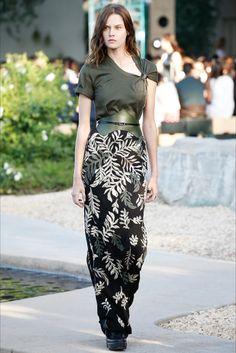 Belt+Long skirt. Louis Vuitton - Resort 2016 - Vogue