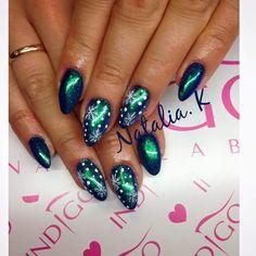 Sky Bar + Efekt Szmaragd od Natalii Kondraciuk Indigo Young Team  #effect #nails #nail #effectnails #winter #winternails #omg #wownails #snowflakes