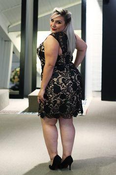 vestido de festa plus size curto #PlusCurvy #CurvyConscious PlusCurvy.com
