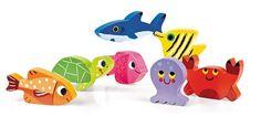 Faszinierende Tiere leben am Grund des Meeres. Schildkröten, Krebse und Kraken laden in diesem Puzzle von Kult-Spielwarenhersteller Janod dazu ein, den Ozean zu erforschen. Durch seine einfachen Formen und die hochwertige Verarbeitung aus Holz ist das Meerestiere-Puzzle besonders für Kinder ab 18 Monaten geeignet. Die Einzelteile können auch separat zum Spielen benutzt werden. | erhältlich bei www.kultstuecke.com