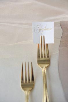 Nombre de los invitados en cada mesa