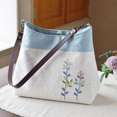 Single strap bag! . ワンショルダーのバッグが出来上がりました。 初めての形! 少し小ぶりのシンプルデザイン! #bag #enbroidery #sholderbag #バッグ #刺繍