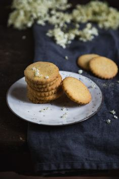 Tempo di fiori (e di biscotti) - Con le mani in pasta