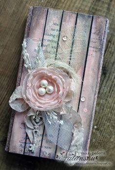 """И снова здравствуйте, наши дорогие читатели! Позвольте объявить об открытии нашей новой постоянной рубрики """"МК от ..."""" Вашему др... Folder Design, Diy Bookmarks, Shabby Chic Cards, Candy Cards, Scrapbook Embellishments, Vintage Crafts, Tag Art, Mixed Media Canvas, Pretty Cards"""