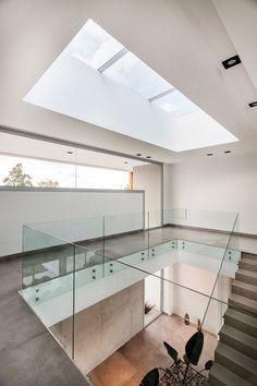Alberto González + Asociados Home Stairs Design, Home Room Design, Dream Home Design, Home Interior Design, Modern Bungalow House, Modern House Plans, Modern House Design, House Stairs, Luxury Homes Interior