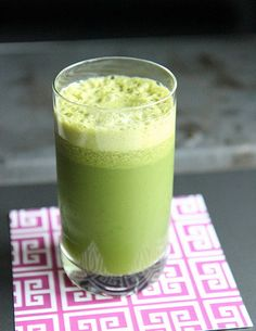 Green Juice makes 1 juice You have this for morning lunch and dinner 1 2 cucumber 3 pears or apples 5 stalks kale 3 large pieces romaine lettuce 1 small lemon skin and seeds removed Run through a juicer and chill until ready to drink Juice Smoothie, Smoothie Recipes, Smoothies, Juice Recipes, Cleanse Recipes, Healthy Juices, Healthy Drinks, Healthy Eats, Healthy Recipes