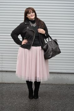 Plus Size Fashion - Curvy Claudia: One skirt, three ways to wear it!