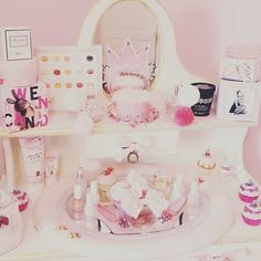 ♡ breakfast at sarah's: happy girls are the prettiest ♡ room Woman Bedroom, Queen Bedroom, Pretty Bedroom, Dream Bedroom, Pink Love, Pretty In Pink, Cottage Style Furniture, White Bookshelves, Diy Tv Stand