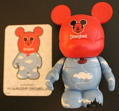 Disney Vinylmation - Park 1 Series - Mickey Balloon Chaser - With card and box.