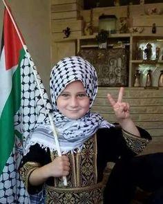 Palestine Girl, Palestine History, Muslim Women Fashion, African Men Fashion, Kids Around The World, We Are The World, Mecca Islam, Emotional Photography, United We Stand