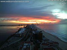 Amanecer fantástico en el Caribe Mexicano. 5:54 a.m. Cancún, Quintana Roo. ¡vale la pena madrugar para ver este espectáculo en vivo!