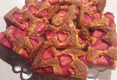 Tej- és gluténmentes chiamagos-epres szelet Gluten Free Recipes, Free Food, Bacon, Paleo, Food And Drink, Breakfast, Foods, Healthy Nutrition, Morning Coffee