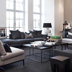 Gorgeous Urban Contemporary Living Room Decor Ideas - Page 32 of 36 Masculine Living Rooms, Dark Living Rooms, Living Room Windows, My Living Room, Living Room Interior, Home And Living, Living Room Decor, Living Spaces, Modul Sofa
