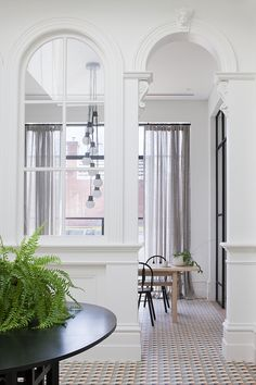 Architecture firm Hecker Guthrie designed this absolutely gorgeous Melbourne home as seen in Vogue Living. My favorite–The bathroom! Modern Victorian, Victorian Homes, Victorian Era, Hecker Guthrie, Architecture Design, Australian Interior Design, Australian Homes, Ideas Hogar, Vogue Living