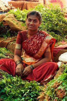 (via Bangalore street market, India | Women & Food Markets)