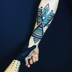 Search inspiration for a Geometric tattoo. Hand Tattoos, Forearm Band Tattoos, Tattoo Band, Tattoo Bracelet, Arrow Tattoos, Body Art Tattoos, Tattos, Symbole Tattoo, Muster Tattoos
