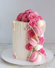 Sprinkle Drip Cakes for Every Occasion - Beautiful white drip cake adorned with pink flowers and macarons. For more drip cake inspiration, v - Pretty Cakes, Beautiful Cakes, Amazing Cakes, Beautiful Birthday Cakes, Beautiful Flowers, Macaron Dessert, Macaron Cake, Mini Cakes, Cupcake Cakes