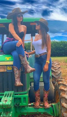 Style Cowgirl, Sexy Cowgirl Outfits, Country Style Outfits, Rodeo Outfits, Country Fashion, Sexy Outfits, Cute Outfits, Cowgirl Tuff, Western Style