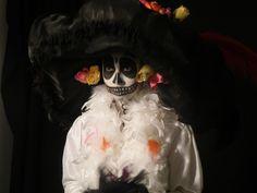 Nos visita todos los noviembres... Síganla en twitter: @_lacatrina www.3museos.com