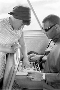 The legendary American musician Ray Charles playing chess with Gwen Berry in the band's tour bus on May 1966 ⠀ ⠀ ⠀ Photo by an amazing photographer Bill Ray Ray Charles, 60s Music, Music Icon, Soul Music, Religion, Country Blue, Jazz Musicians, May 7th, Cool Kids