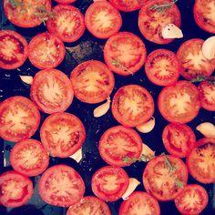 Roasted tomato and garlic sauce, pizza sauce, pasta sauce Make Ahead Meals, Garlic Sauce, Roasted Tomatoes, Family Meals, Pizza, How To Make, Garlic Dip