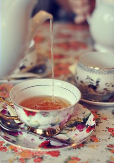 I'm slightly obsessed with tea. I've visited tea room after tea room, purchased a teapot in England, and had afternoon tea down the street from Windsor Cas Coffee Time, Tea Time, Cuppa Tea, Teapots And Cups, Tea Art, My Cup Of Tea, Tea Service, Tea Recipes, Vintage Tea