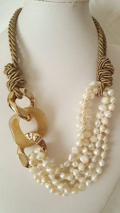 Collana perle e resine pearles necklace callana fatta a > Chunky Jewelry, Pearl Jewelry, Wire Jewelry, Jewelry Crafts, Beaded Jewelry, Jewelery, Jewelry Necklaces, Beaded Necklace, Soutache Jewelry
