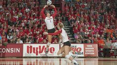UW women's volleyball ranked #1 in country