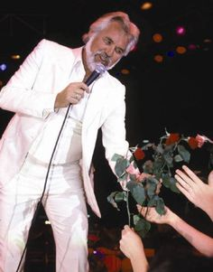 Kenny Rogers deals wisdom in autobiography Luck or Something Like It #music #celebrities