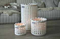Crochet candle cozies - easy to DIY over glass jars Crochet Diy, Crochet Amigurumi, Crochet Home Decor, Crochet Gifts, Unique Crochet, Crochet Jar Covers, Crochet Kitchen, Crochet Accessories, Crochet Projects