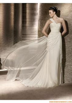Belle robe de mariée mousseline de soie bretelle perles
