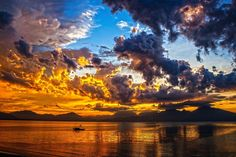 Sunset is one of the most romantic and amazing view of our world. We've put together the most beautiful sunset photos and pictures in this large gallery. Sunset Pictures, Pictures Images, Free Images, Sunset Images, Sky Images, Sky Photos, Amazing Pictures, Nature Images, Strand Wallpaper