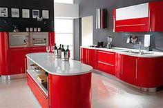 La elección de los colores es llamativa y moderna, me agrada a la vista. El blanco da impresión de limpieza y mayor proporción. La isla me agrada bastante ya que tiene múltiples utilidades como espacio para cocinar o como desayunador. Otro punto a su favor son muchos espacios para guardar trastes, comida, etc. Y tiene un espacio para cada cosa, le llamo una cocina inteligente.