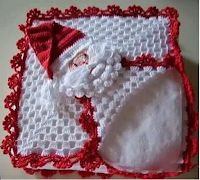 icu ~ Pin on Crochet Xmas Ideas ~ You can add different air to your home with small touches. In the past, young girls used to make these napkin sets. Even my mother… Crochet Kitchen, Crochet Home, Crochet Crafts, Crochet Baby, Crochet Projects, Crochet Santa, Christmas Crochet Patterns, Holiday Crochet, Christmas Items