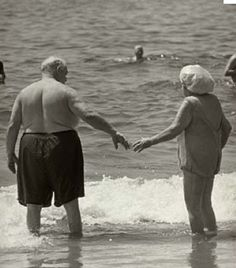 growing old together! Vieux Couples, Old Couples, Elderly Couples, Happy Together, Love Is All, True Love, Grow Old With Me, Growing Old Together, Old Folks