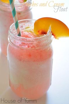 best Ice Cream Floats for your next sweet tooth! Peaches and Cream Float! Fizzy, cool, and refreshing!Peaches and Cream Float! Fizzy, cool, and refreshing! Refreshing Drinks, Summer Drinks, Cold Drinks, Fancy Drinks, Summer Snacks, Smoothies, Smoothie Drinks, Funnel Cakes, Sorbet