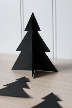 DIY Christmas trees Little Christmas Trees, Christmas Tree Ornaments, Christmas Diy, Xmas, Diy Origami, Wrapping Ideas, Origami 8 Pointed Star, Pottery Angels, Scandinavian Christmas Decorations