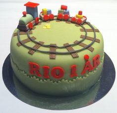 Tåg tårta Let Them Eat Cake, First Birthdays, Celebration, Birthday Cake, Baking, Desserts, Food, Pies, Tailgate Desserts