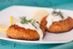 I happen to love crab cakes and these are the best I've ever eaten. I got the recipe from Cuisine magazine. Absolutely delicious and easy to make! Crab Recipes, Potluck Recipes, Dinner Recipes, Light Pasta, Cream Sauce Recipes, Bread Appetizers, Sauteed Vegetables, Thing 1, Crab Cakes
