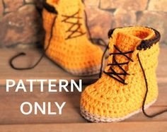 Crochet PATTERN boots for baby boys fall booties di Inventorium